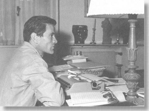Pier Paolo Pasolini nel suo studio - Roma, via Carini