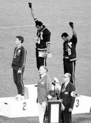Tommie Smith and John Carlos nel saluto delle Pantere Nere ai Giochi Olimpici del 1968 a Città del Messico