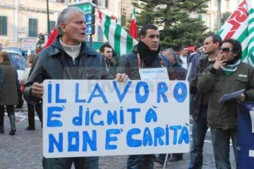 fiat-pomigliano-fiom-protesta-sanremo2_142388.jpg